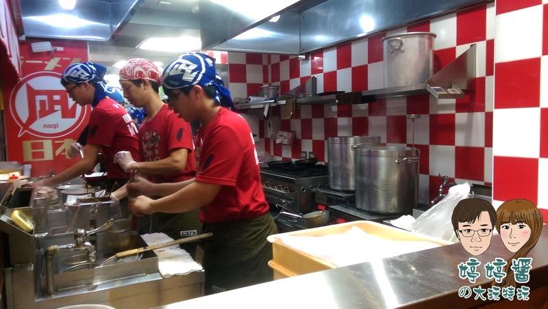 Nagi凪拉麵店內廚房師傅調製美味拉麵 止拉麵