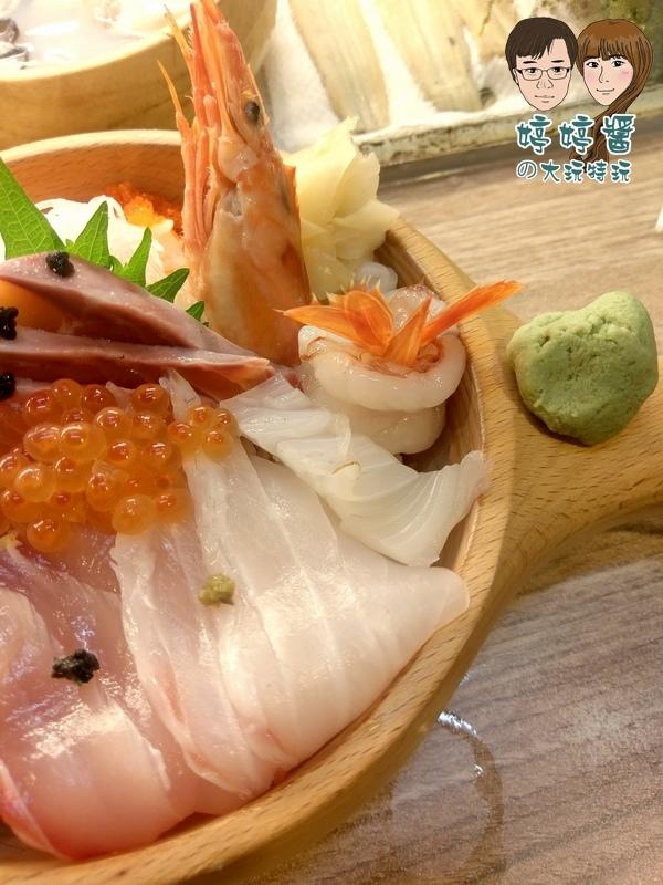 合掌村日式料理小確幸海鮮丼干貝鮭魚卵厚岸生蠔天使紅蝦花枝海鱺鮪魚松葉蟹膏