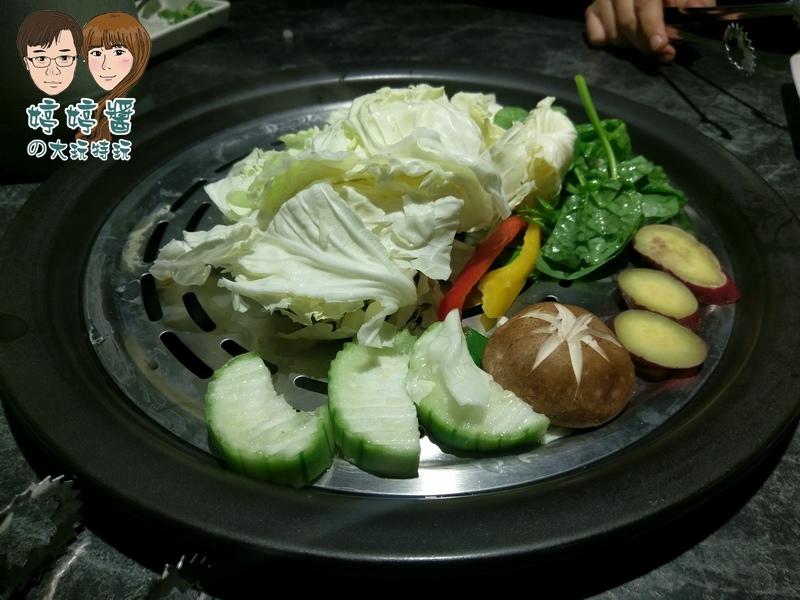 漉海鮮時令蔬菜高麗菜 甜椒 絲瓜 香菇 栗子番薯