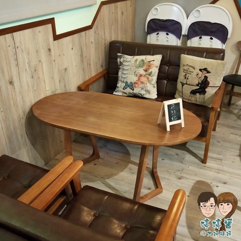楽麥樂麥舒芙蕾製造所店內復古沙發座位抱枕