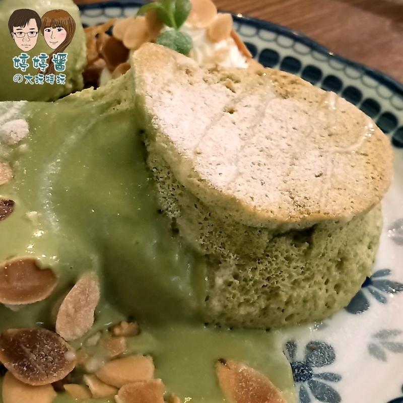 楽麥樂麥舒芙蕾製造所 靜岡抹茶舒芙蕾鬆餅近照抹茶醬