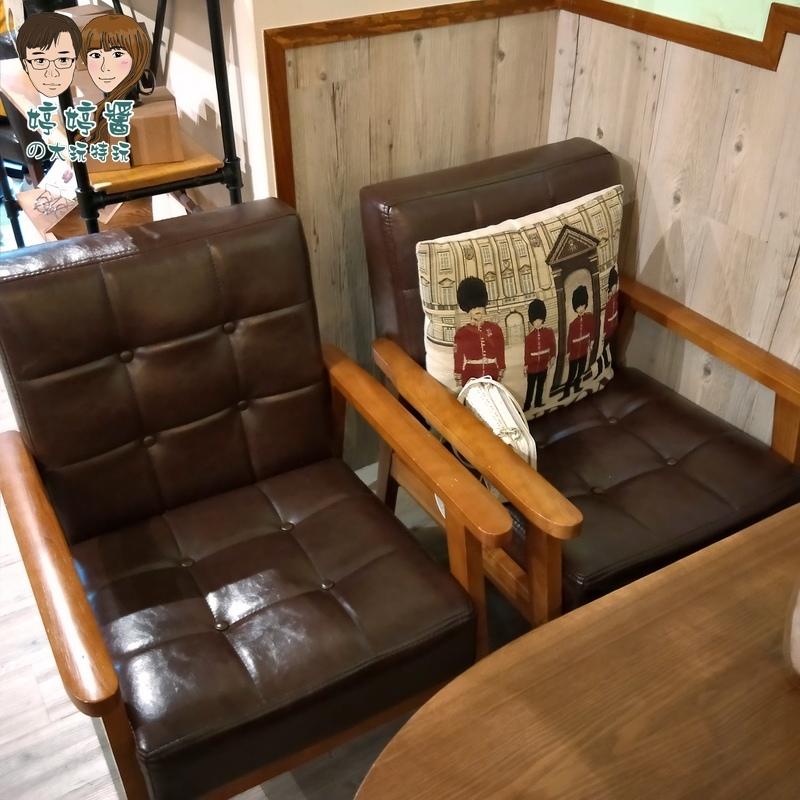 楽麥樂麥舒芙蕾製造所店內復古沙發