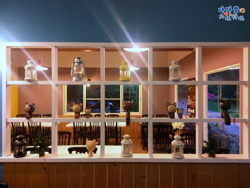 苗栗岩川莊園餐廳櫃檯佈景窗格