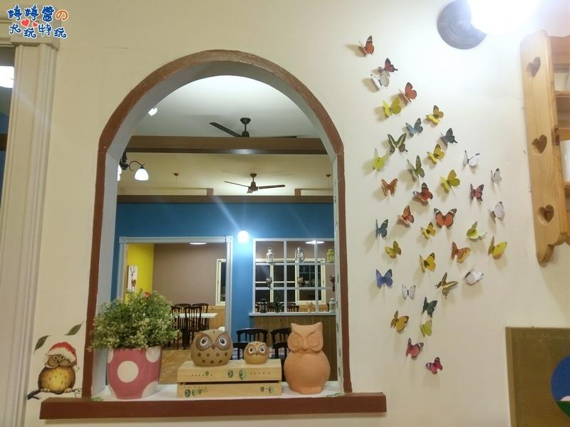 苗栗岩川莊園餐廳櫃檯佈景窗台