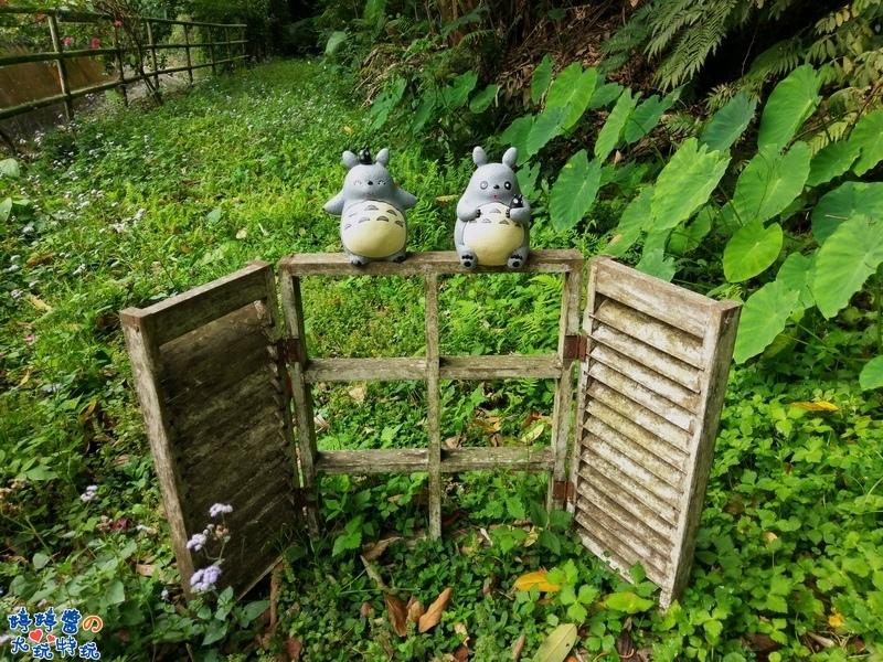 苗栗岩川森林民宿莊園餐廳戶外造景龍貓豆豆龍窗框