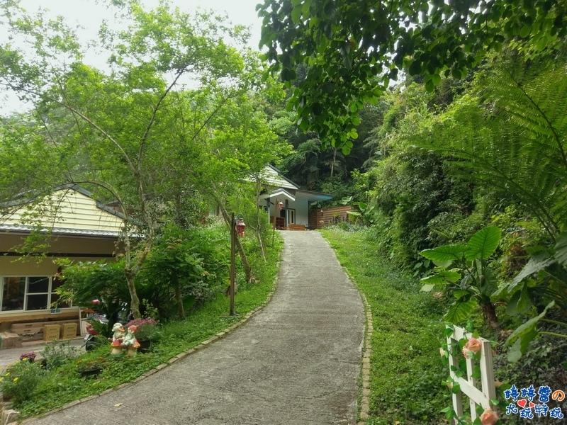苗栗岩川森林民宿.莊園餐廳步道至房間