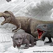 三隻恐龍合影
