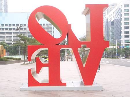 台北101樓旁LOVE