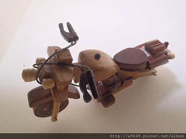 木頭摩拖車