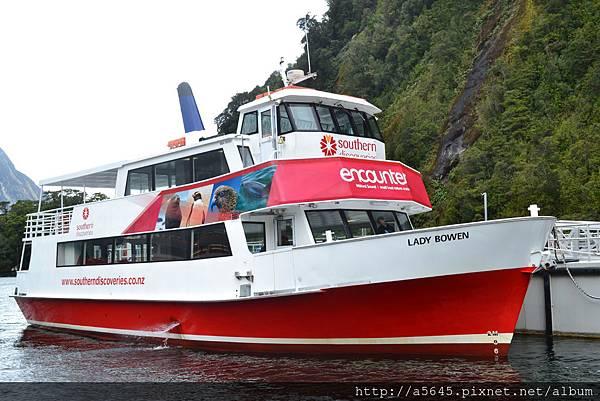 米佛峽灣船