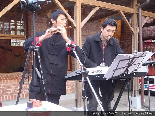 蕭與電子琴