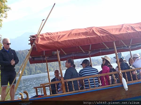 當地傳統的船 Pletna