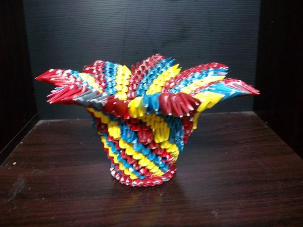 三角摺紙-三色花瓣筆筒