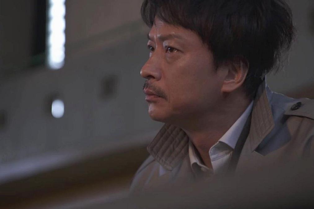 椎名桔平飾演郡司真人