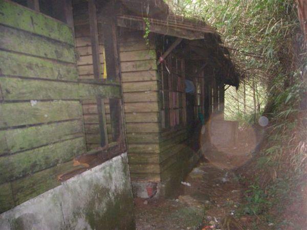 廢棄的石山工作站