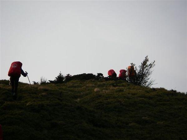 其他山友陸續上了稜線