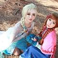 elsanna_sisters_by_jiminji-d7763a6.jpg