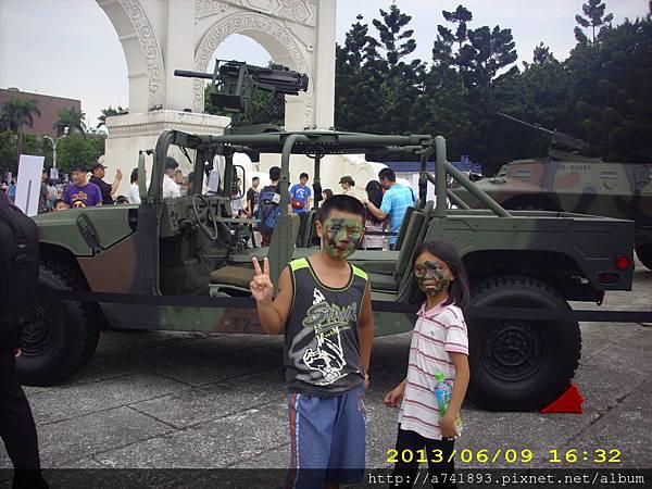102年6月9日軍車(13)