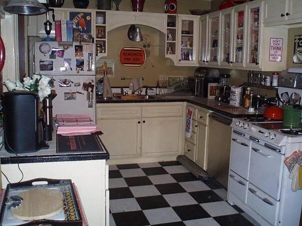 泰德公寓的廚房