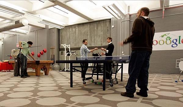 [時事]Google台灣等20家科技公司實習生薪水遠勝上班族:Google工作環境,娛樂空間為例(微軟,奧多比,谷歌,亞馬遜,NVIDIA,雅虎,蘋果,英特爾,高通,Autodesk,NetApp,Intuit,DELL戴爾電腦,HEWLETT-PACKARD,惠普,EMC,IBM,思科系統)2