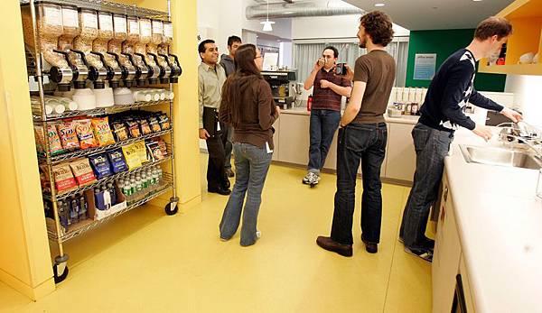 [時事]Google台灣等20家科技公司實習生薪水遠勝上班族:Google工作環境,娛樂空間為例(微軟,奧多比,谷歌,亞馬遜,NVIDIA,雅虎,蘋果,英特爾,高通,Autodesk,NetApp,Intuit,DELL戴爾電腦,HEWLETT-PACKARD,惠普,EMC,IBM,思科系統)8