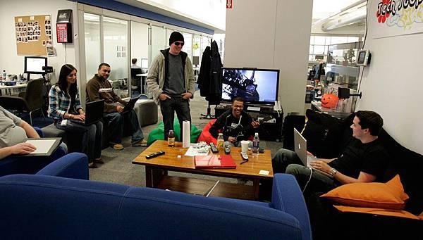 [時事]Google台灣等20家科技公司實習生薪水遠勝上班族:Google工作環境,娛樂空間為例(微軟,奧多比,谷歌,亞馬遜,NVIDIA,雅虎,蘋果,英特爾,高通,Autodesk,NetApp,Intuit,DELL戴爾電腦,HEWLETT-PACKARD,惠普,EMC,IBM,思科系統)11