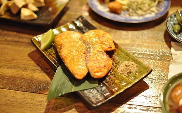 鹽烤鮭魚-1