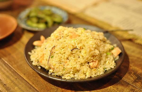 粒粒分明的炒鮭魚飯