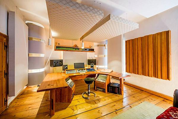 castle-mastering-studio-4-w1024