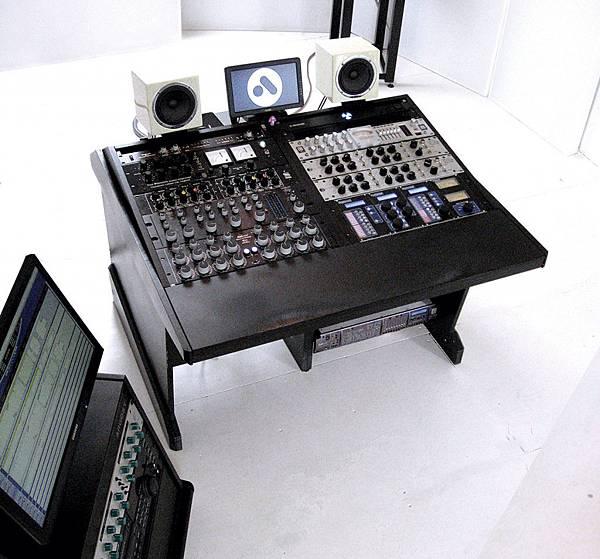 MT132-guru-Airlab_consol-1024x954