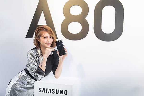 【新聞照片3】台灣三星電子新一代全螢幕搭配全新翻轉相機。