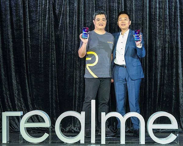 圖說:聯發科技無線通訊事業部產品行銷處處長何春樺與realme台灣市場商務長鍾湘偉共同見證realme 3正式登台。