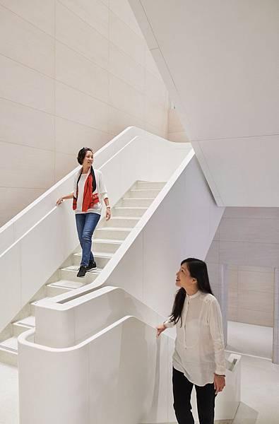 new-apple-store-taipei-stairs-061219