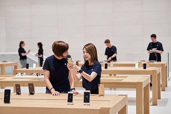 new-apple-store-taipei-apple-team-members-apple-061219