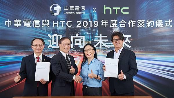 20190613新聞照片:中華電信與HTC今(13)日宣布正式簽署2019年度合作備忘錄。(左起:中華電信行動通信分公司總經理陳明仕、中華電信董事長謝繼茂、 HTC董事長暨執行長王雪紅、HTC台灣區總經理陳柏諭