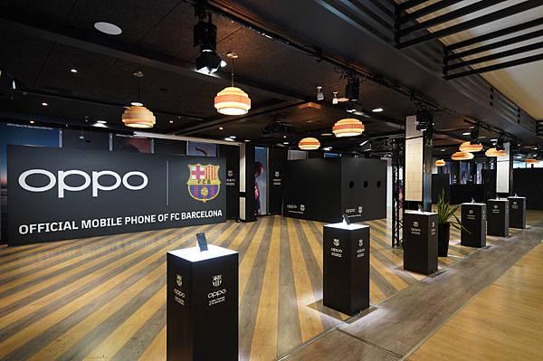 OPPO宣布,在接下來的三年裡將繼續成為西班牙足球甲級聯賽巴塞隆納足球俱樂部的合作夥伴,同時在巴薩的坎普諾體育場舉行的發表會中發布了OPPO Reno巴薩限量版全新手機。