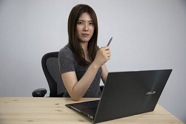 知名YouTuber理科太太讚賞ASUS ZenBook Pro Duo為史上最強的創作者筆記型電腦。