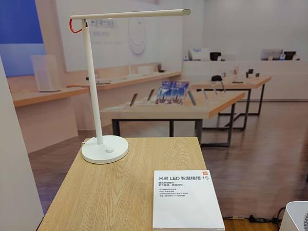 米家 LED 智慧檯燈 1S 可同時支援 米家 APP 和 Apple HomeKit