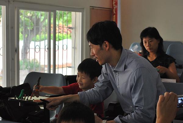 和會中孩子互動.JPG