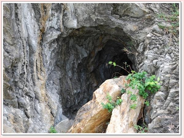 山洞.jpg