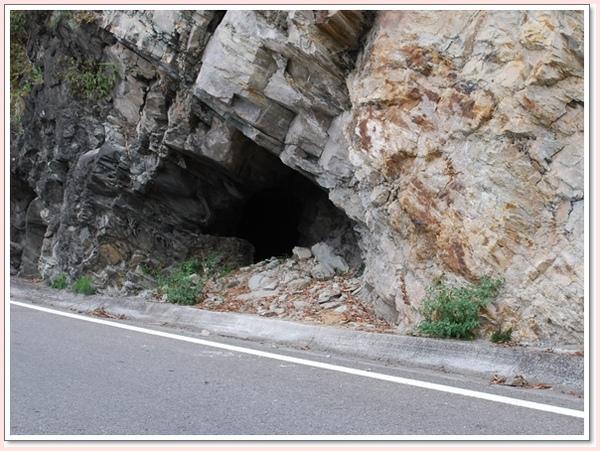 路邊的山洞.jpg