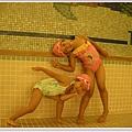 游泳池游泳.jpg