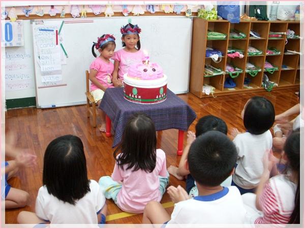同學唱生日快樂歌.jpg