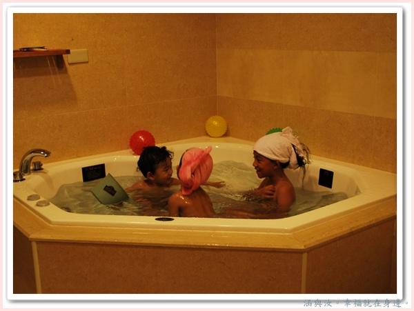 好喜歡大浴缸.jpg