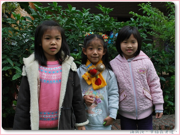 涵涵遇到她幼稚園最好的朋友喔.jpg