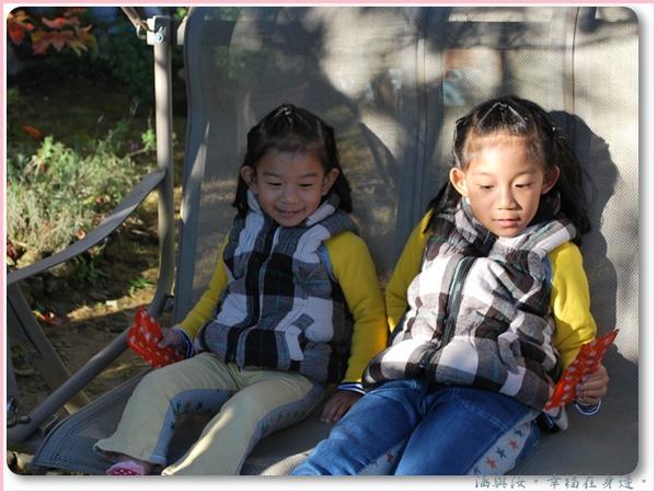 愜意的兩個孩子.jpg