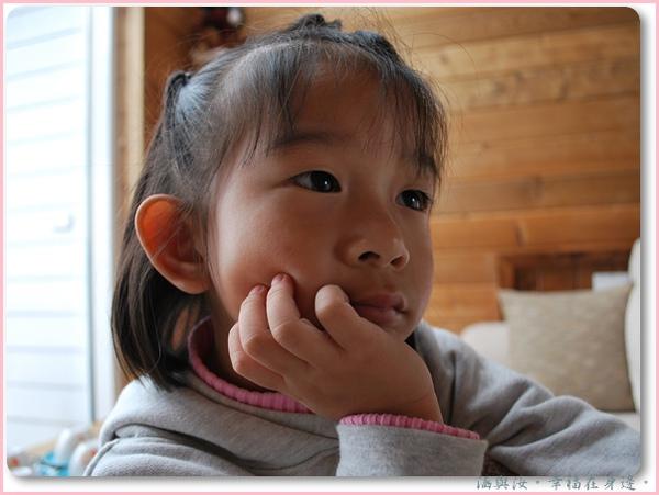 愛面子的小汝正在思考等下一定要跟阿姨說.jpg