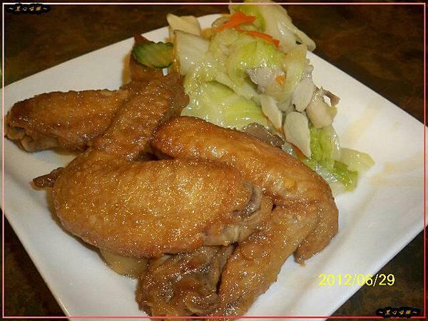 雞翅、高麗菜