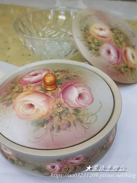 彩繪糖果盒-糖果盒彩繪玫瑰教學
