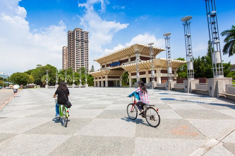 高雄文化中心、綠意、公園、豪宅、房地產、社區大樓、休閒-10